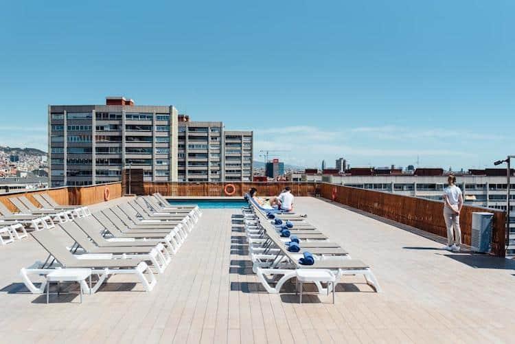 zwembad op dakterras expo hotel barcelona