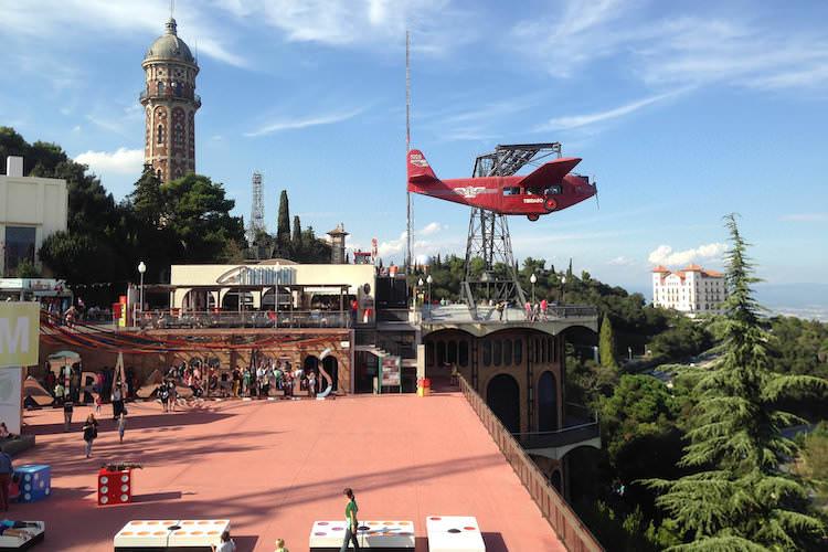 Tibidabo Barcelon pretpark vliegtuig