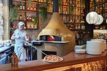 Pizza oven bij Luigi in Barcelona