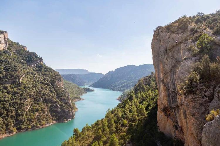 Uitzicht over rivier bij Barcelona