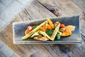 Gerecht met gegrilde groenten restaurant Llamber