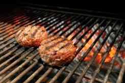 Hamburgers op de gril bereiden restaurant Maur