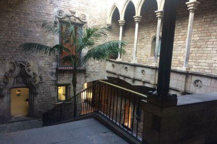 Picasso Museum binnenplaats, entree middeleeuws paleis