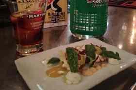 Martini met een gerecht Oviso Bar