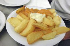 Aardappeltjes met saus Mundial Bar