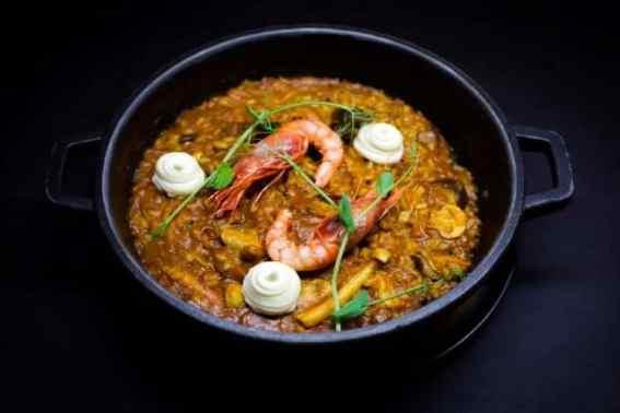 Paella met garnalen restaurant Pla