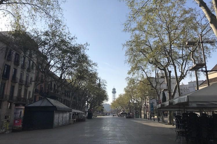 De lege Ramblas in Barcelona tijdens de corona crisis