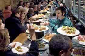 Mensen restaurant Irati Taverna Basca