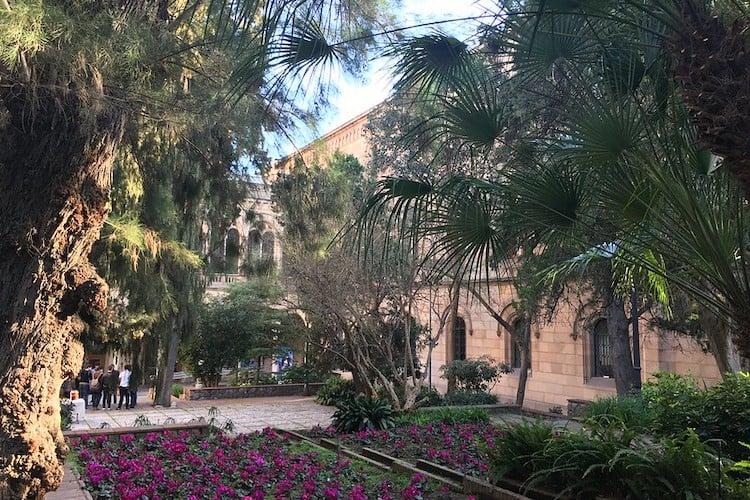 de binnenplaats van de universiteit van Barcelona