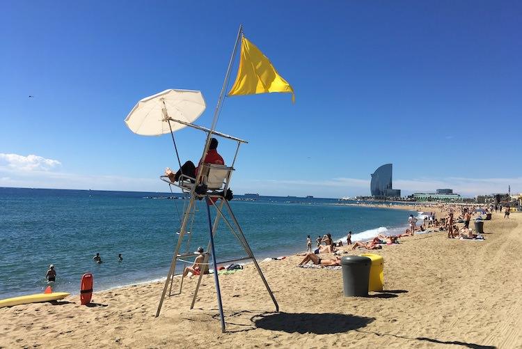 strand barceloneta hotel w strandwacht