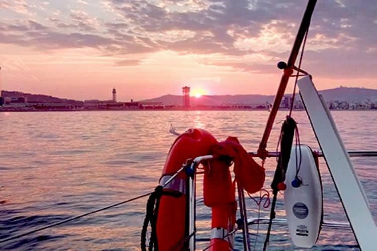 Zonsondergang vanaf de boot Barcelona