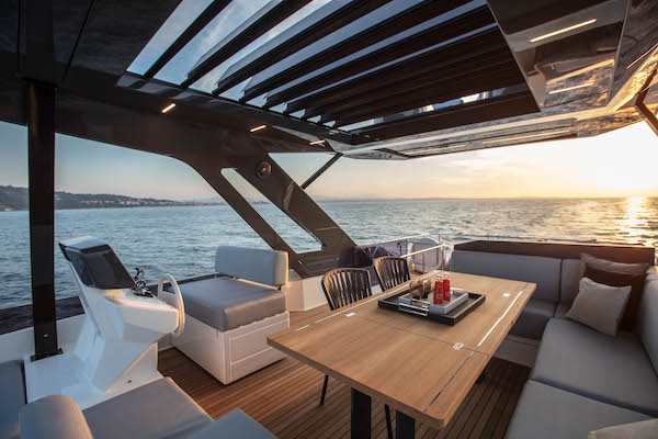 flybridge lounge Ferretti 720