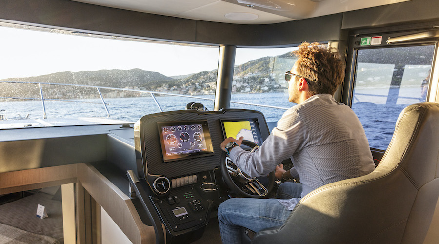 Garmin-Marine-Barche-a-motore-da-24-metri-copertina