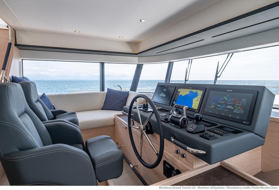 Grand Trawler 62 - Plancia