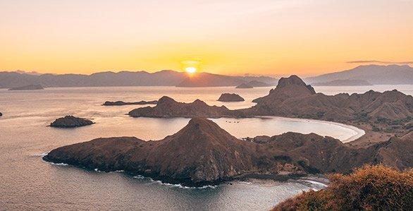 Komodo Cruise The Islands of Mantas Dragons1