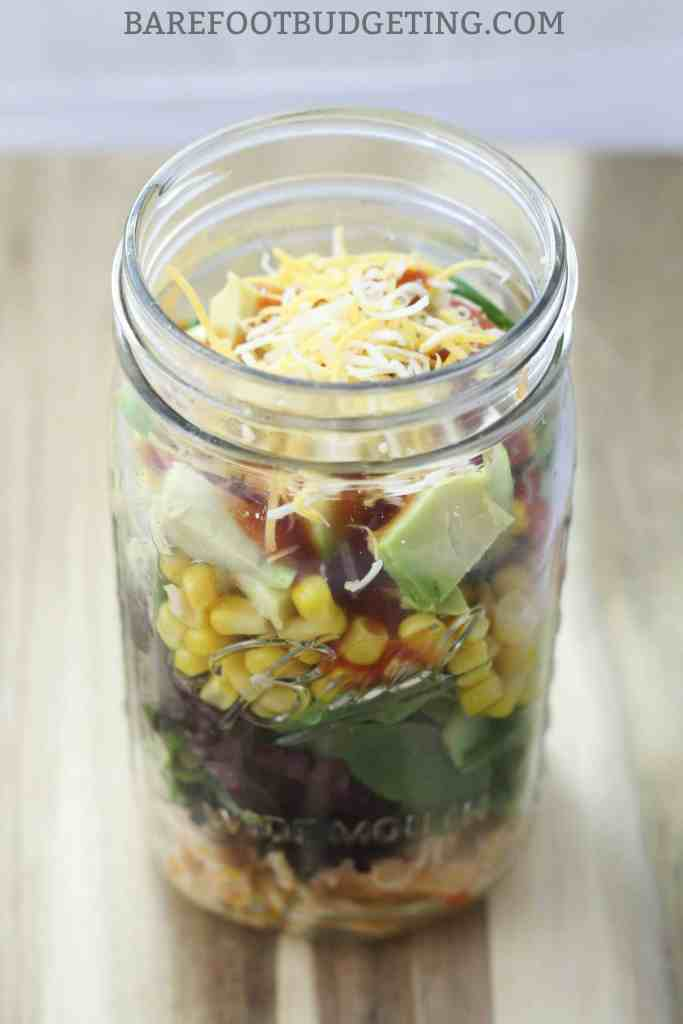 This Mason Jar Chicken Taco Salad recipe is perfect for those summer lunch ideas - it's healthy, stores well, and works perfect for meal planning with leftovers!