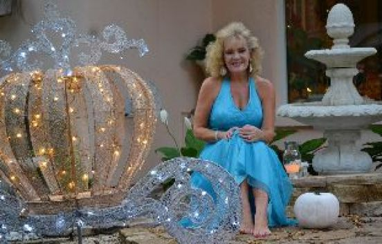 Julie CC fountain and carriage and pumpkin_small