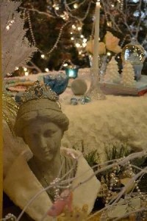 Cinderella bust and table_small