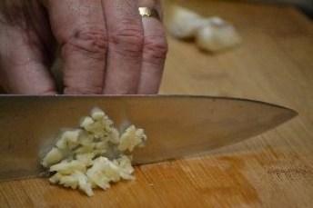 chop garlic_small