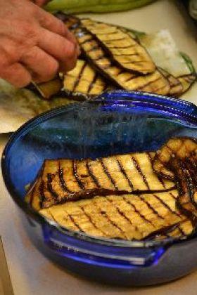 Gordon placing the eggplant all around the dish_small