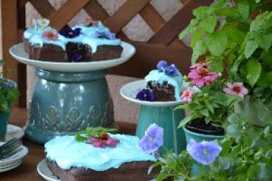 potting bench cakes