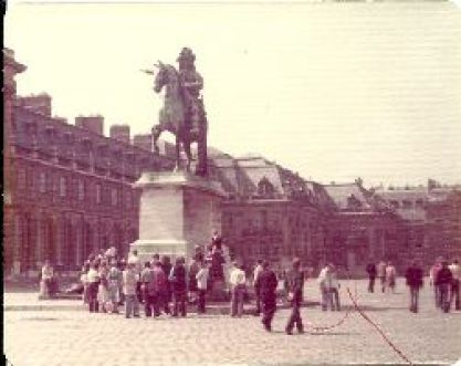 statue of Louis XIV_small