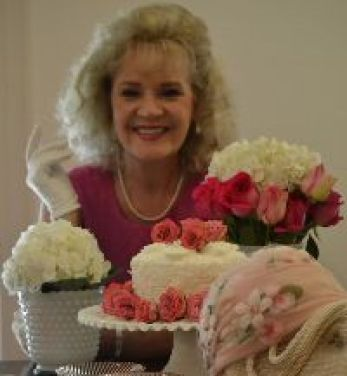 Julie Mothers Day 2016 cake and flowers_small