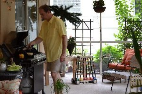 Gordon grilling on our lanai_small