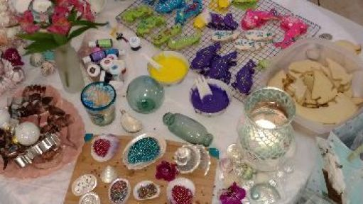 messy lovely table_small