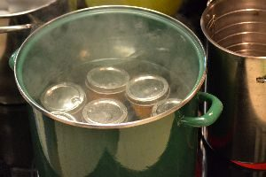 boiling the jars into water in a pot_small