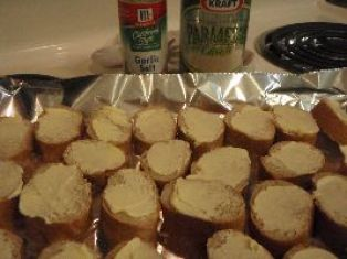 spread wtih margarine sprinkle with garlic salt and P cheese_small