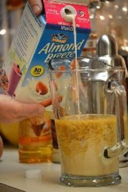12-almond-milk_small