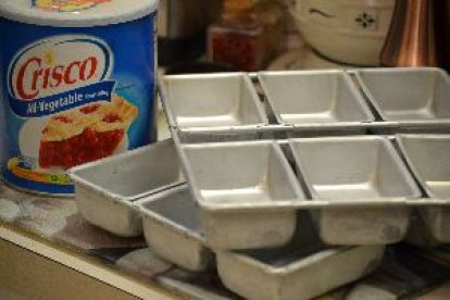 2 Crisco and baking loaf pans_small