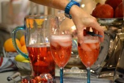 julie-making-the-drink_small