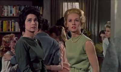 The_Birds_Alfred_Hitchcock_Tippi_Hedren_Suzanne_Pleshette_pic_1_small