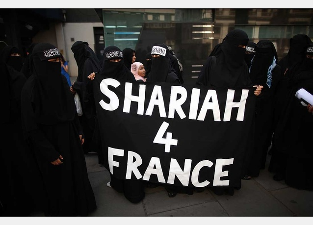 protests-in-uk-over-french-burqa-ban-img-147047
