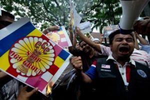 myanmar_protest_969_religion[1]