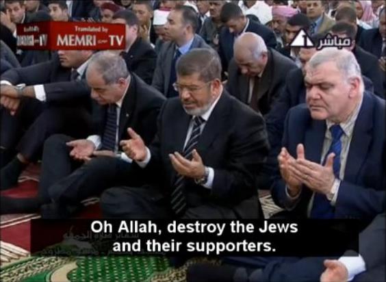 Mohamed Morsi, center