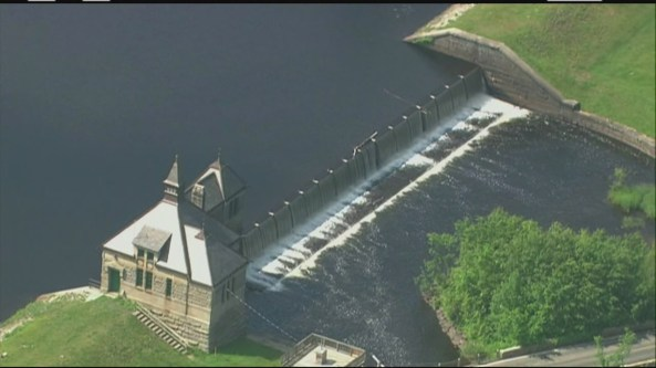 img-Police-water-officials-inspecting-cut-aqueduct-locks