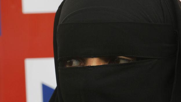 24_niqabflag_g_w_MED