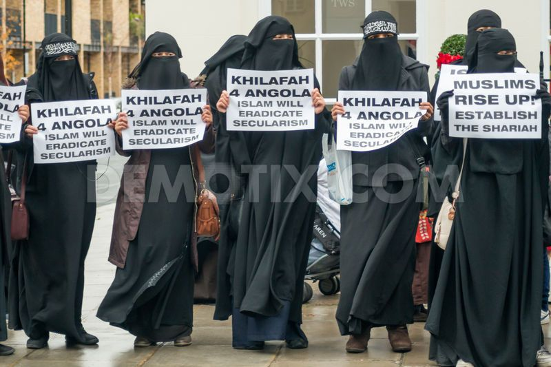 1385769761-islamists-protest-in-london-against-angolas-alleged-ban-on-islam_3375793