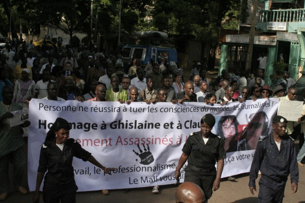 Malian and foreign journalists hold a silent march to honor the two dead French journalists