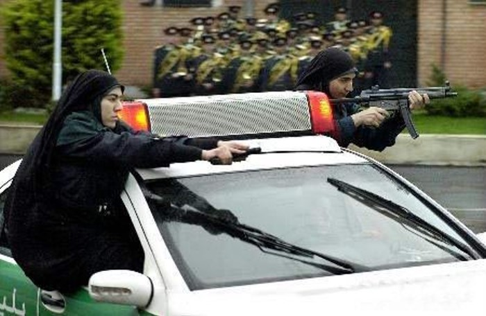 iranian_chick_cops_04
