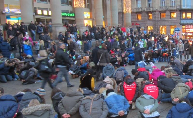 Stuttgart-Flashmob-11.1.1437d-e1389678686136