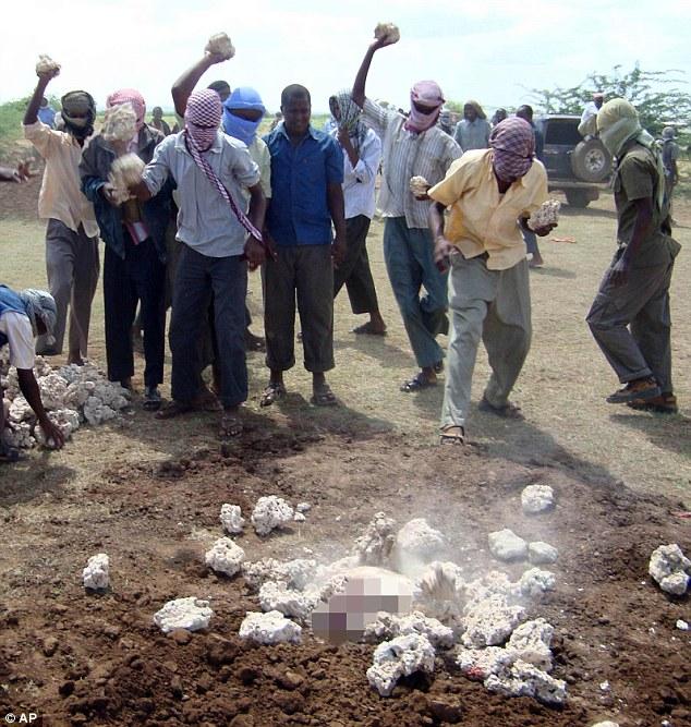 Lapidación-Religión-Somalia-Man-Broke-sharia-ley