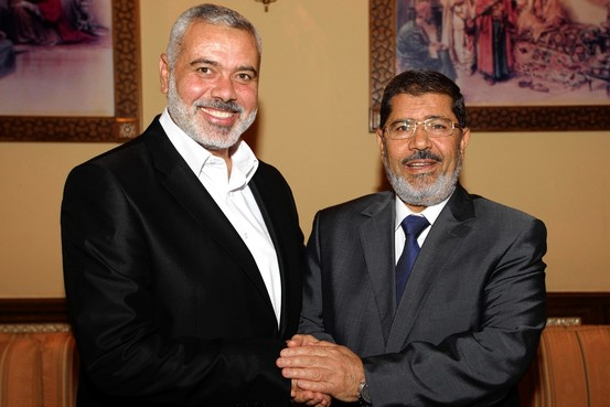Egypt's now deposed President Mohamed Mursi ® was tight with Hamas leader Khaled Meshal