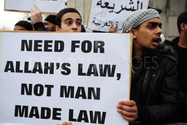 muslims-shariah-law-protest-libya