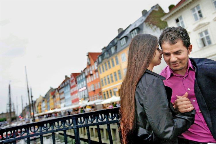 """Autor Hamed Abdel-Samad con su esposa Connie en Copenhague.  Abdel-Samad dice, """"quería alejarse de Europa, lejos del Islam, lejos de todo."""""""