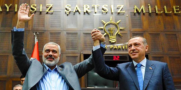 El líder de Hamas Haniyeh con Erdogan.  Egipto prohibió el primer ministro turco de entrar en Gaza a causa de su apoyo a la Hermandad Musulmana