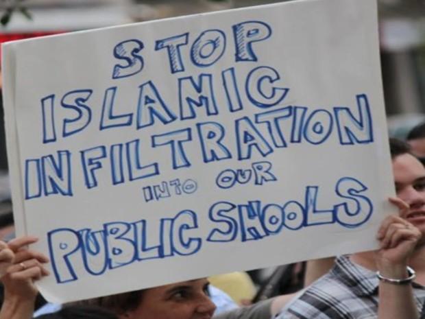 IslamicInfiltrationsign620x465-vi